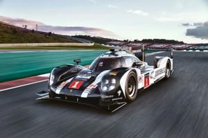 02.-Mark-Webber's-car-in-the-race.2