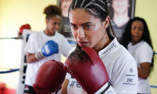 IWC y Adriana Lima boxean por la paz