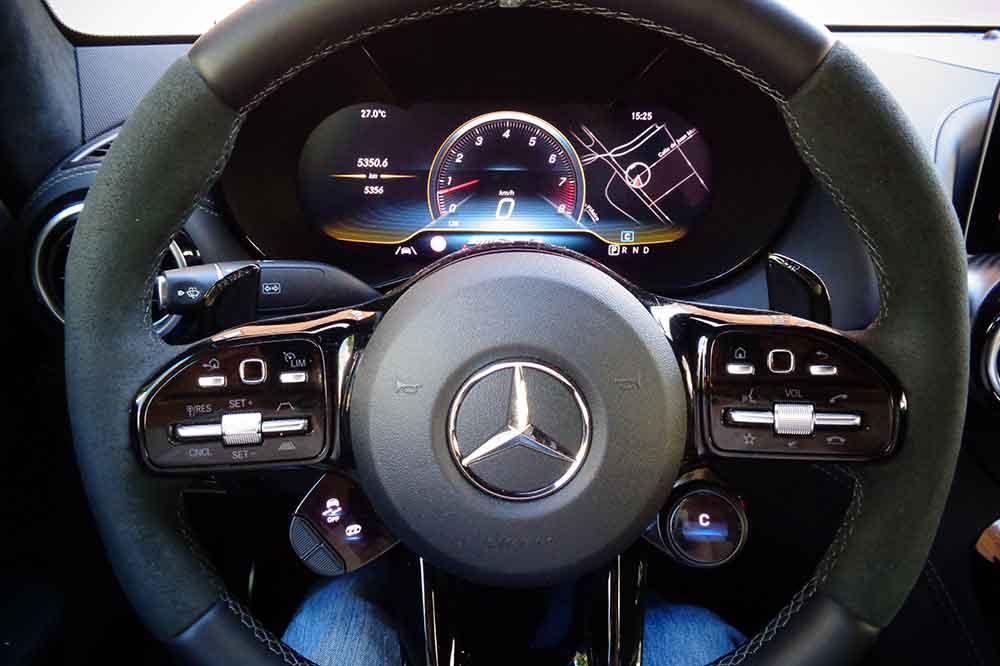 Mercedes AMG GT R, detalle volante