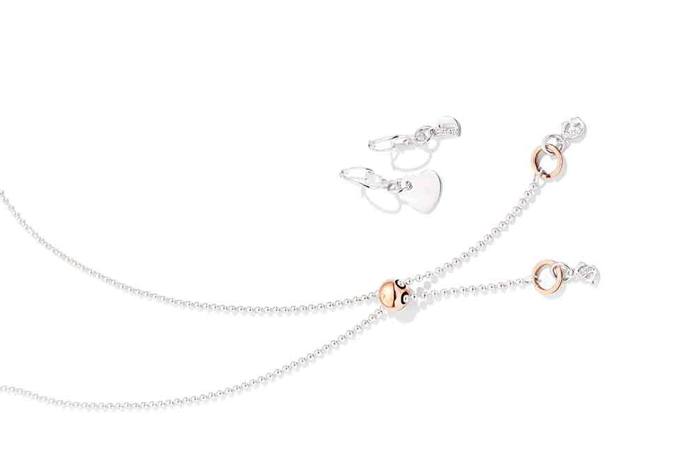 DoDo Bollicine, collar en plata y oro rosa con charms de letra en oro blanco y diamantes