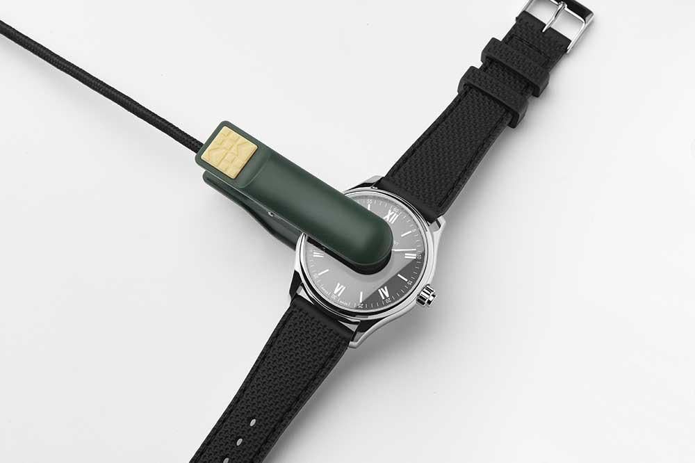 Frédérique Constant Smartwatch Vitality, cargador de batería