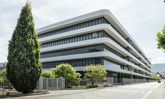 Patek Philippe: un Calatrava en edición limitada celebra el nuevo edificio de la manufactura