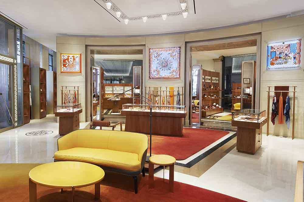 Tienda Hermès en Galería Canalejas, salón de zapatos y Parfums
